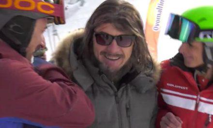 Didier Cuche se la joue skieur débutant
