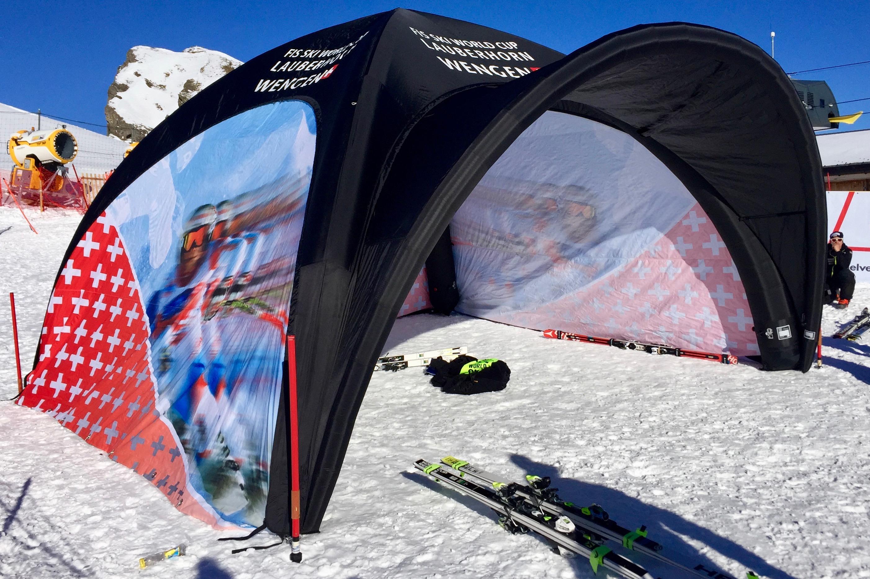 La tente, trop exposée, n'est pas utilisée ce samedi.