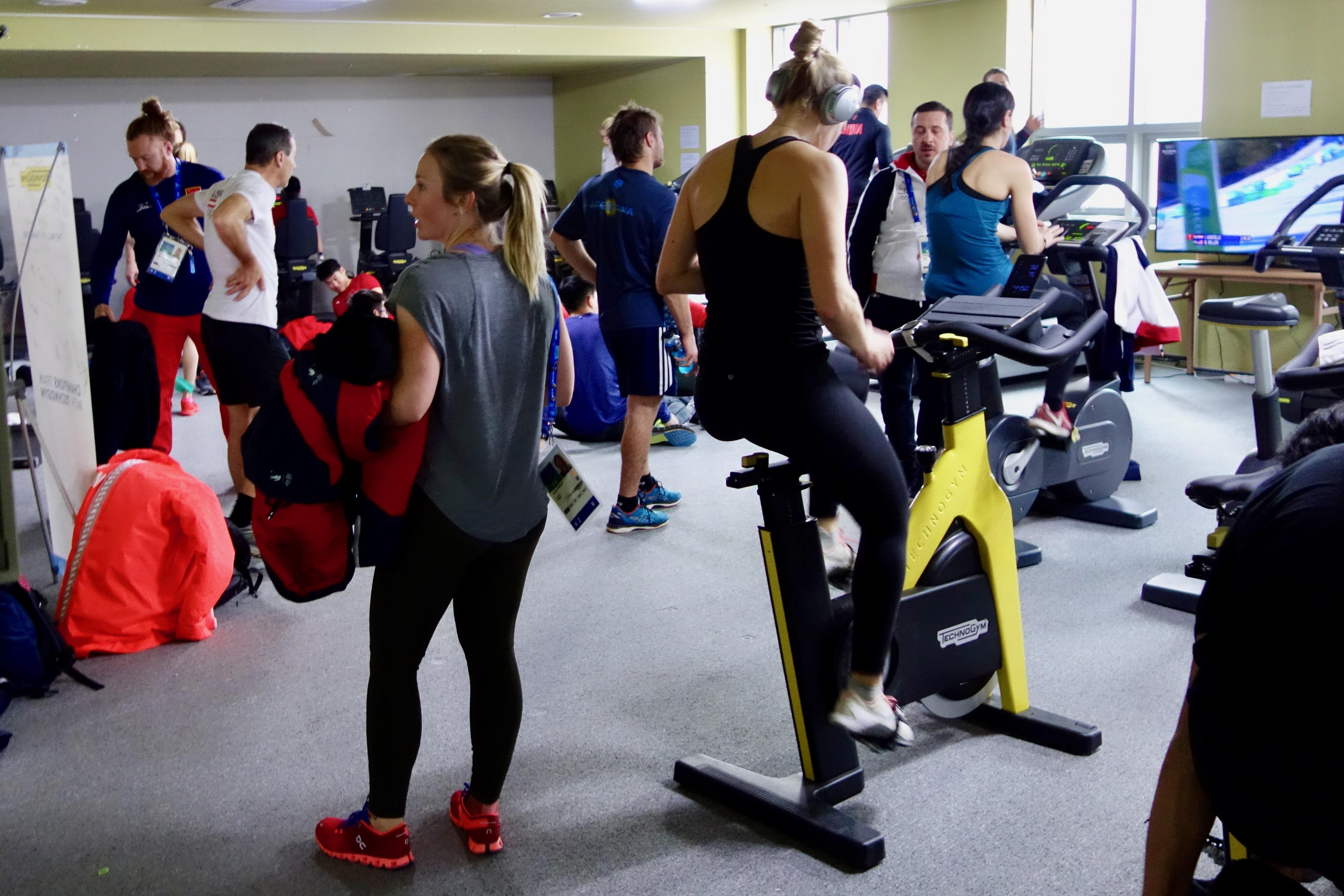 Tessa Worley et Cie en salle de fitness.