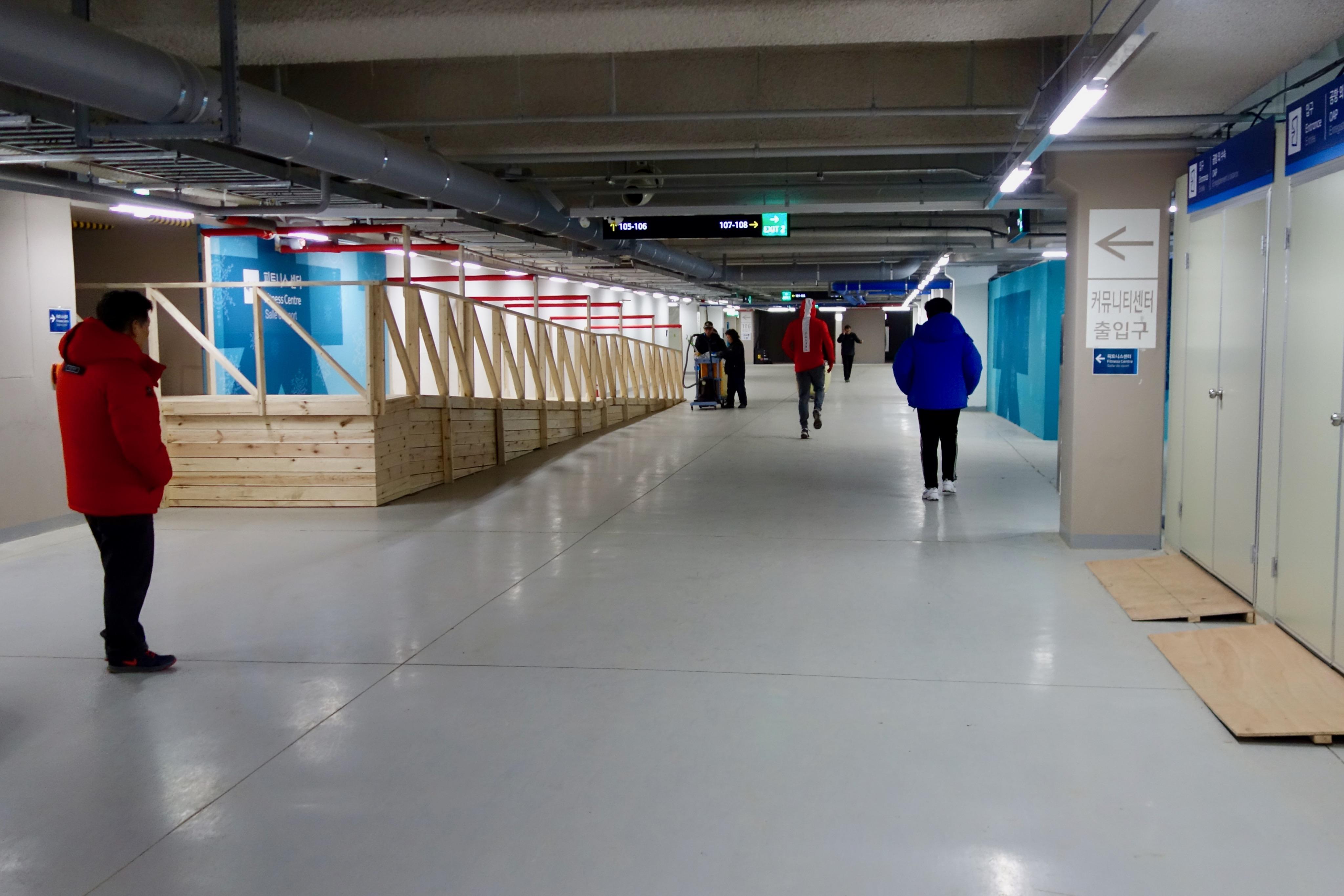 Les grands couloirs du sous-sol seront ensuite utilisés comme parkings.
