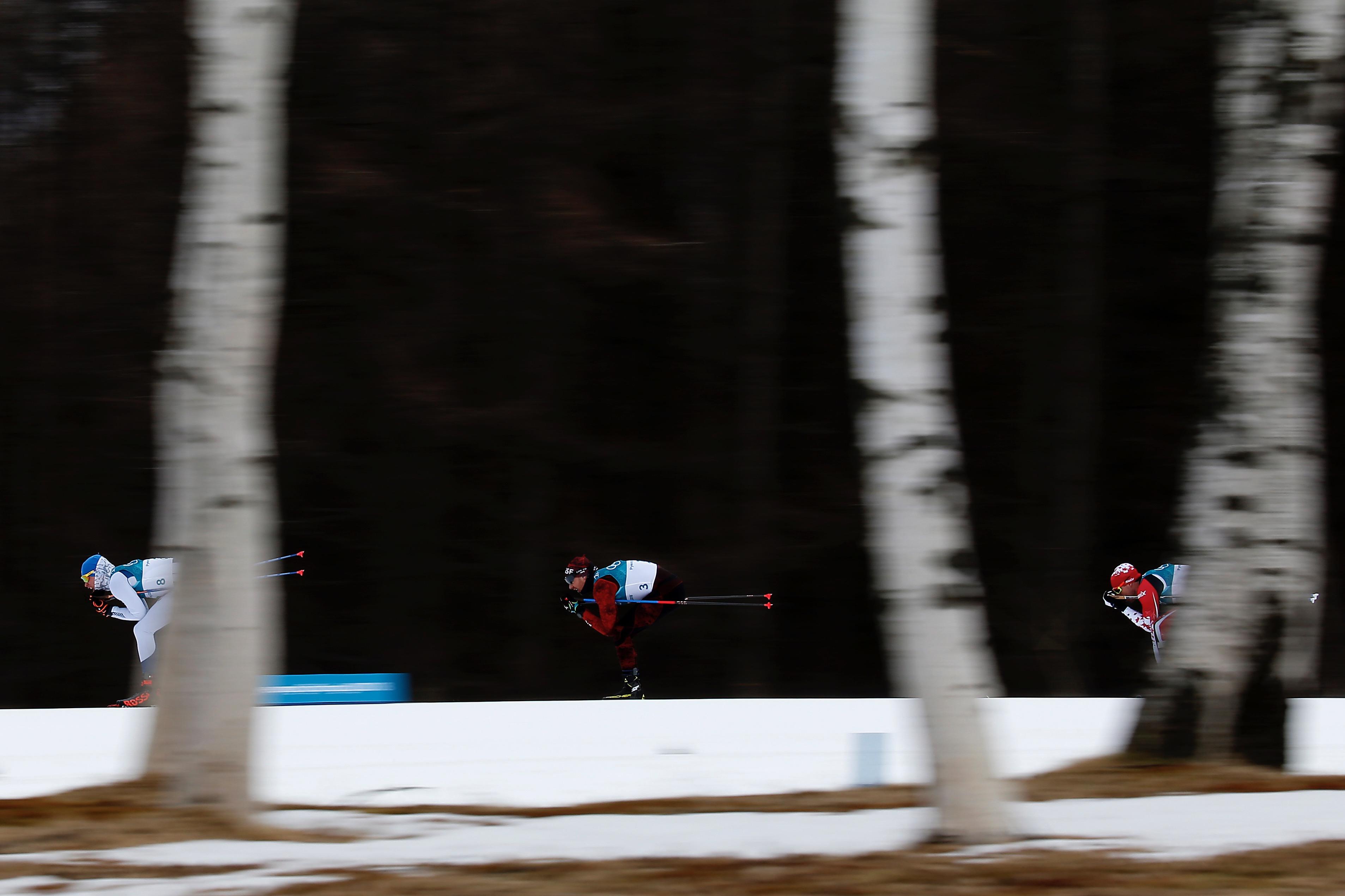 Dario Cologna (au c.) a manqué la médaille en skiathlon.