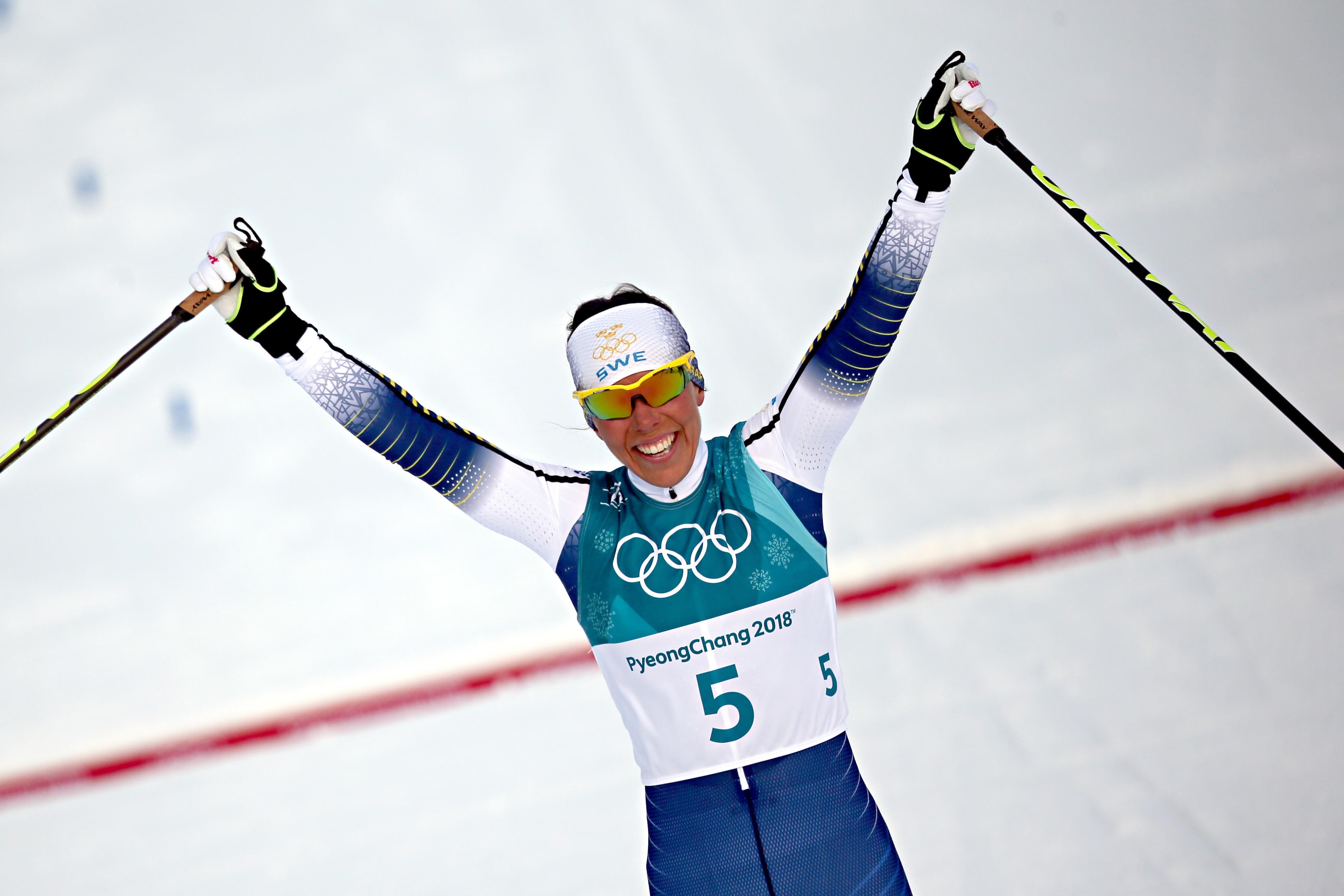 Charlotte Kalla, en or au skiathlon.