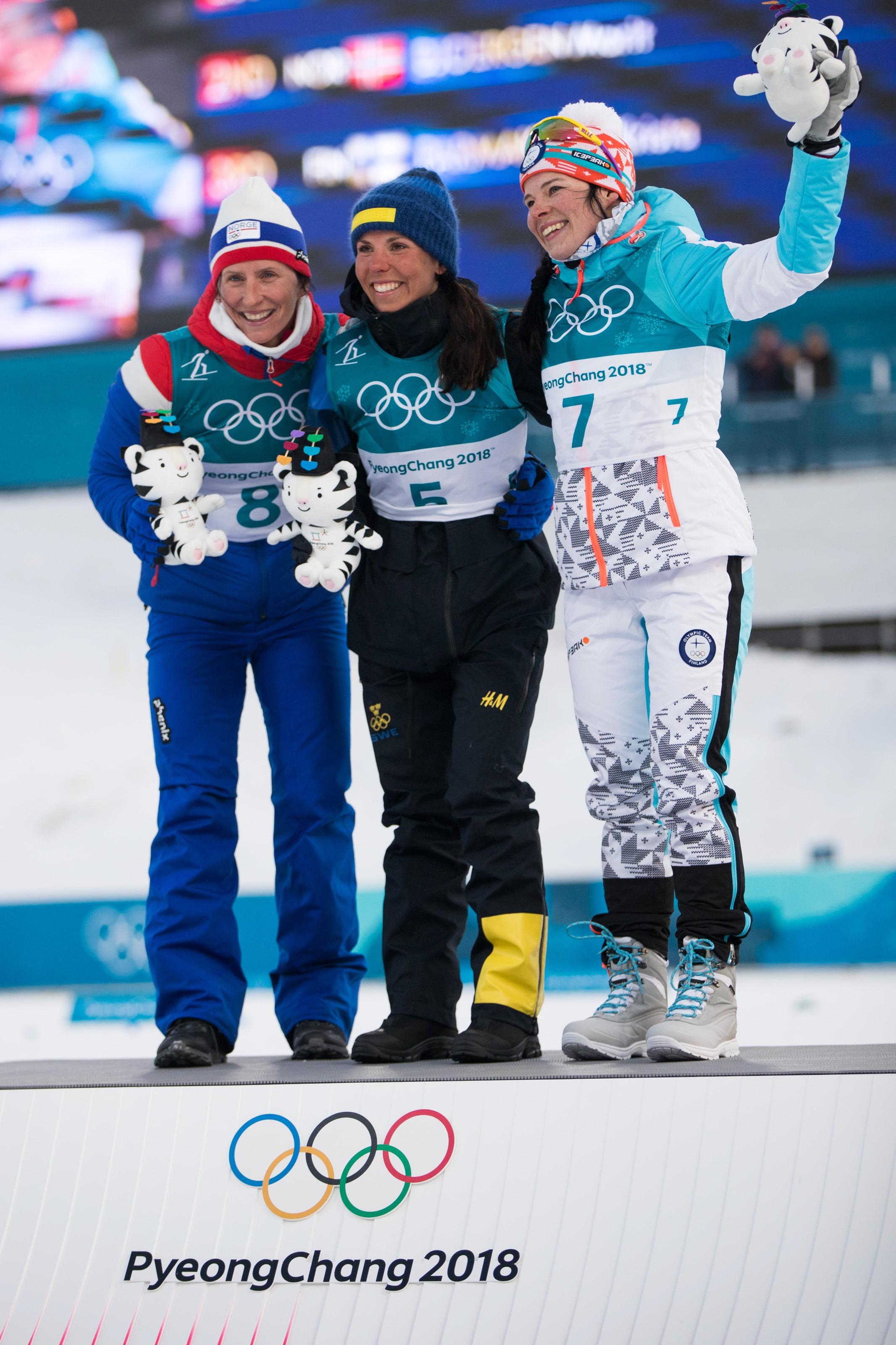 Charlotte Kalla, Marit Björnen et Krista Pärmäkoski, le podium du skiathlon.