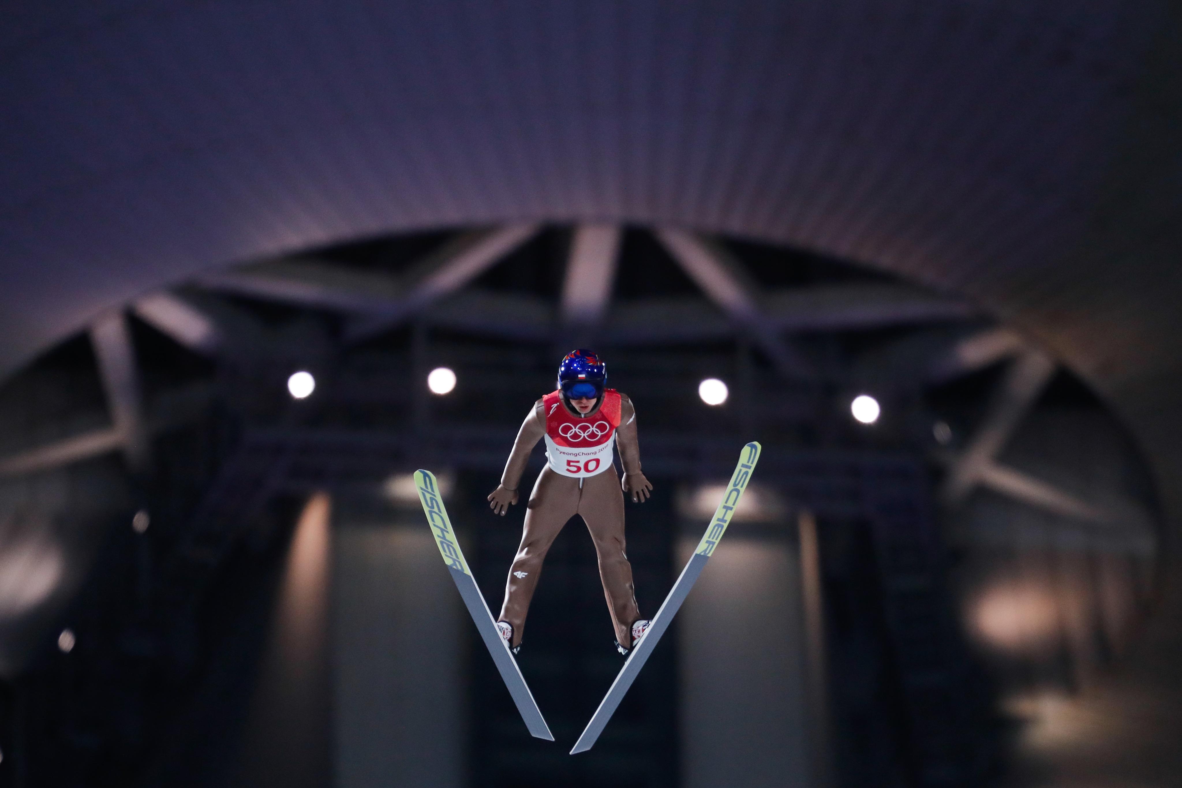 Kamil Stoch, au pied du podium sur le petit tremplin.
