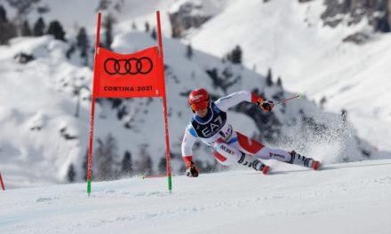 Loïc Meillard en bronze d'une parodie de course