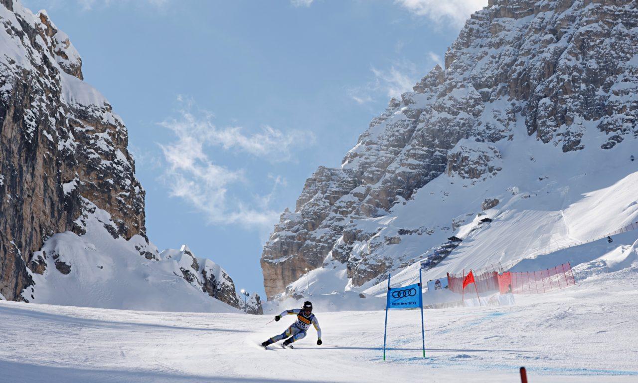 La descente de Cortina sous le feu des critiques