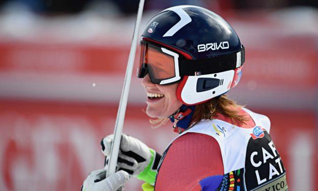 Laurenne Ross et Alice McKennis-Duran rangent leurs skis