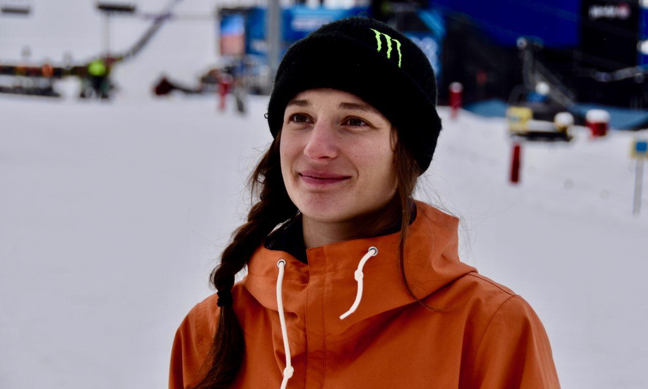 Sarah Höfflin touchée au genou droit