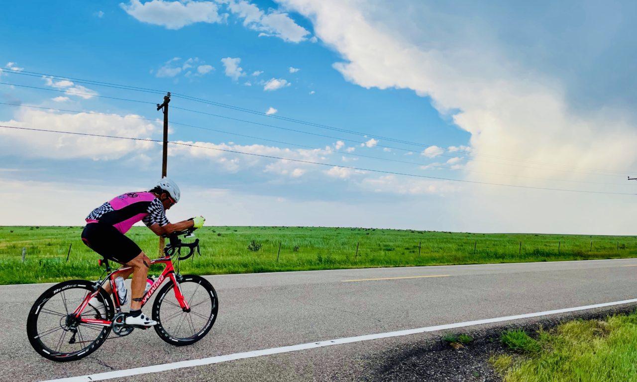 Sur son vélo, Philippe May remporte la RAAM en duo